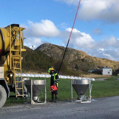 Betongtransport med helikopter - Spesialister på frakt av betong til steder uten vei.